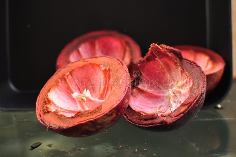 Peau pourpre de mangoustan photos libres de droits