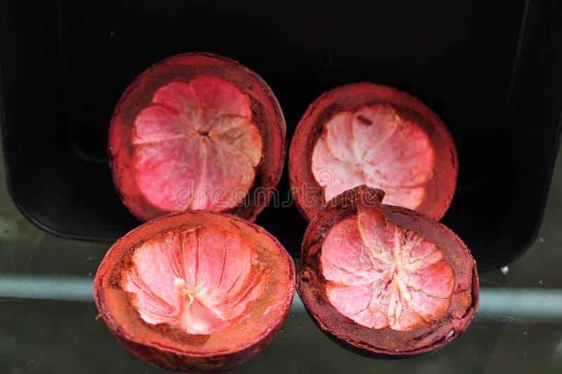 Peau pourpre de mangoustan images stock