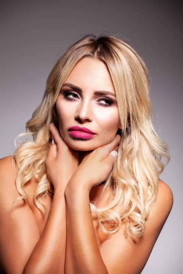 Peau saine Beau femme avec le visage de beaut? photographie stock libre de droits
