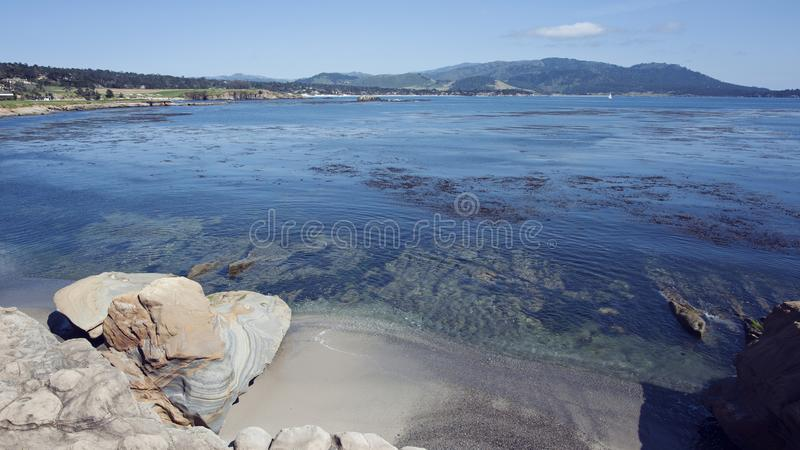 Pebble Beach вдоль водораздела залива Монтерей стоковые фотографии rf