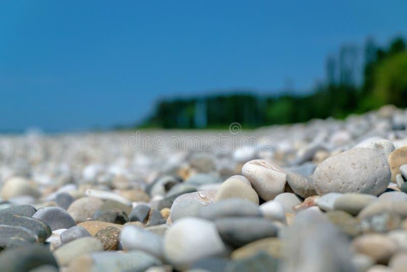 Pebble Beach in Abchasien lizenzfreie stockfotografie