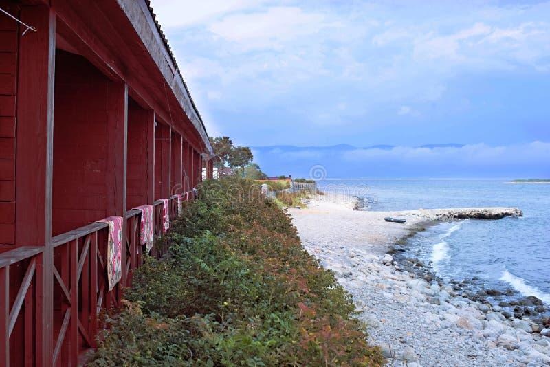 Pebble Beach auf dem Ufer des Meeres von Japan stockfotos