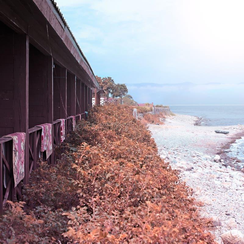 Pebble Beach auf dem Ufer des Meeres von Japan lizenzfreie stockfotografie