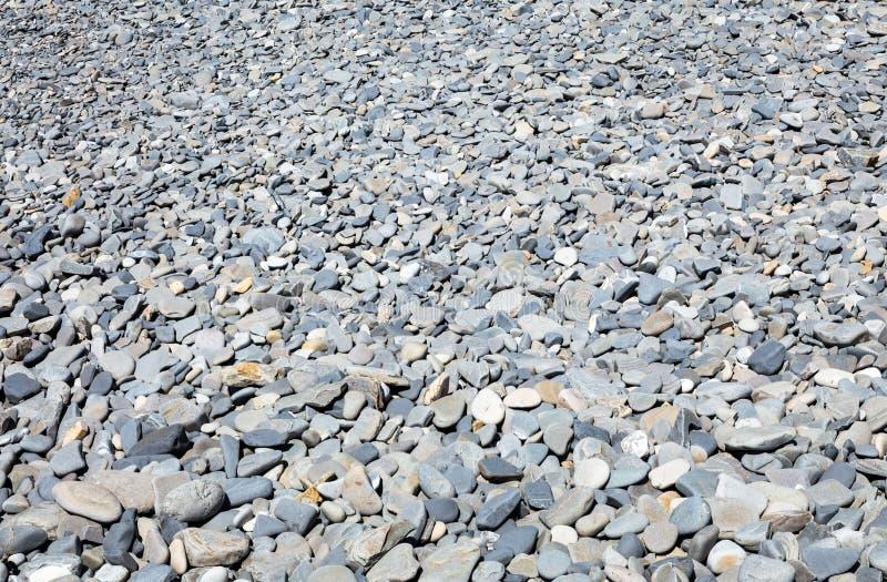 Pebble Beach con las piedras secas fotos de archivo