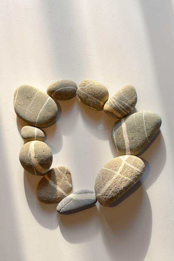Free Pebble Stones Circle On White Royalty Free Stock Images - 124428089