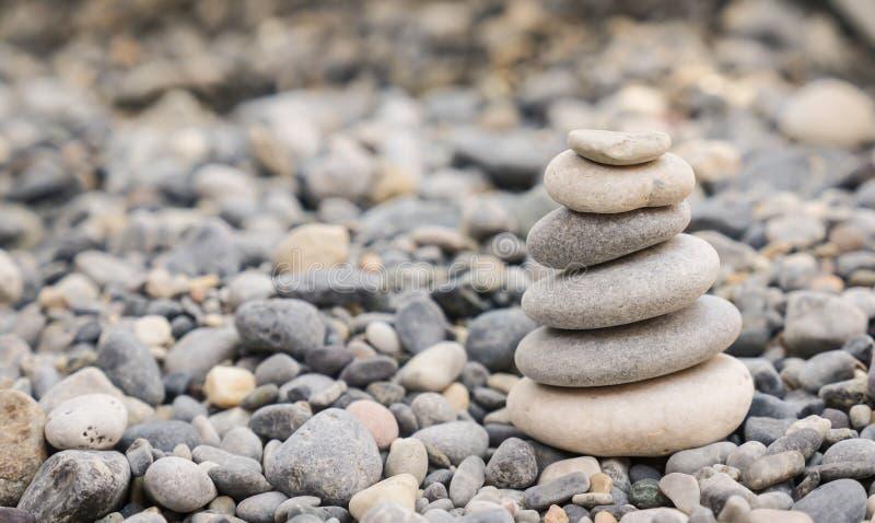 Pebbles på en strand royaltyfri fotografi