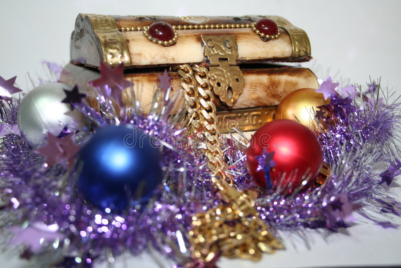 Pecho y regalos de tesoro imágenes de archivo libres de regalías