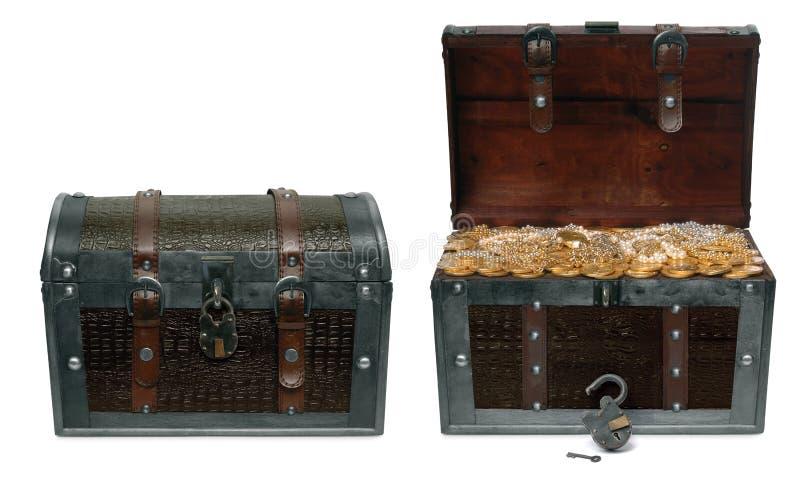 Pechos de tesoro cerrados y abiertos foto de archivo libre de regalías