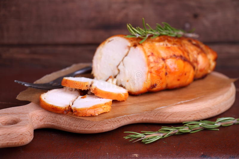 Pechuga de pollo del jamón cocida con romero foto de archivo libre de regalías