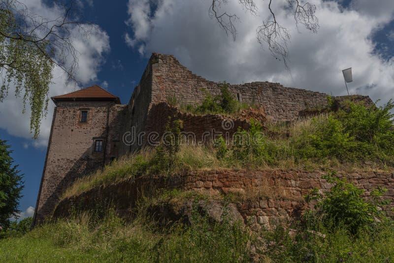 Pecka-Schloss am sonnigen Tag des heißen Sommers in Ost-Böhmen stockfoto