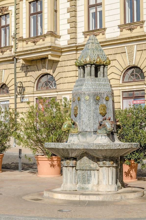 Pecs Ungern - Oktober 06, 2018: Zsolnay springbrunngränsmärke Pecs royaltyfri fotografi