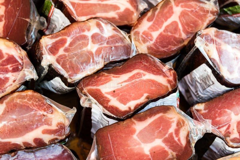 Pedaços da carne crua empacotada foto de stock