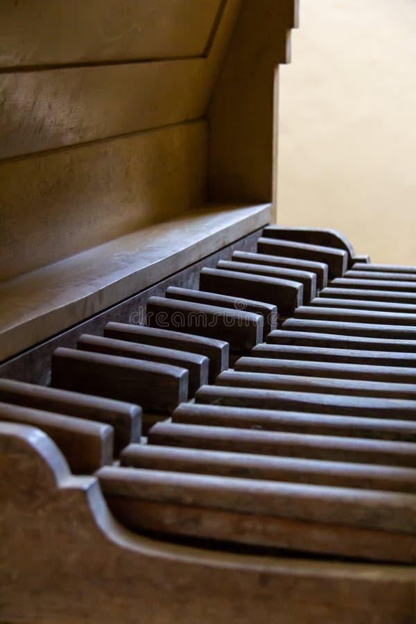 Pedalboard de um órgão de tubulação do vintage foto de stock royalty free