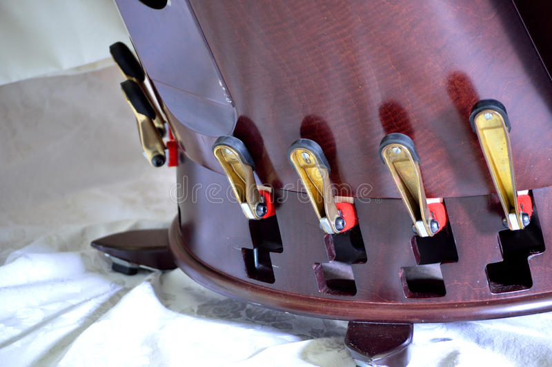 Pedaler av en pedal- harpa arkivfoto