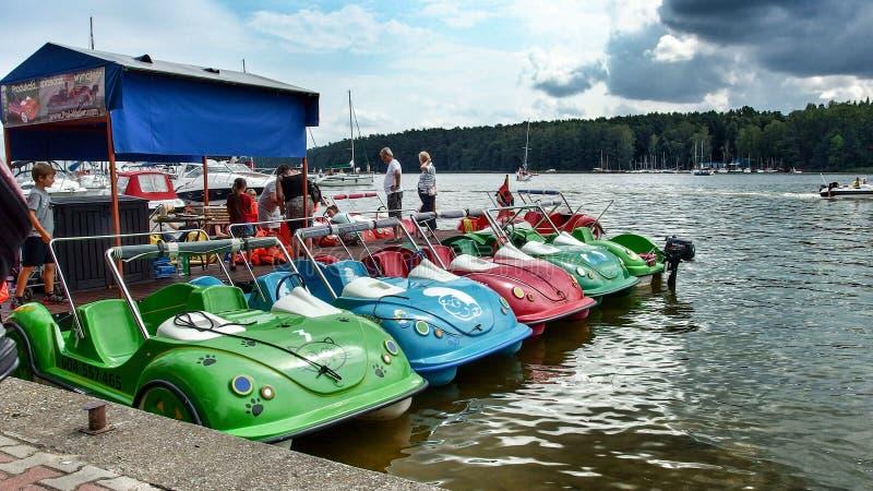 Pedalo alugado em Mikolajki no Polônia fotografia de stock