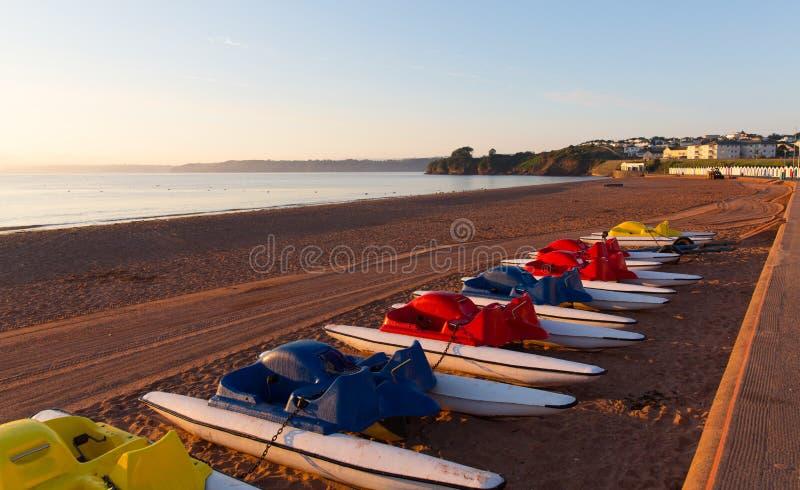 Pedalos auf Devon-Strand von Goodrington nahe Paignton und Torquay lizenzfreies stockbild