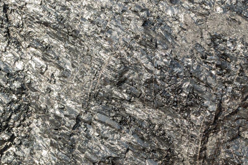 Pedazo brillante hermoso de carbón que se puede utilizar como fondo de piedra fotografía de archivo libre de regalías