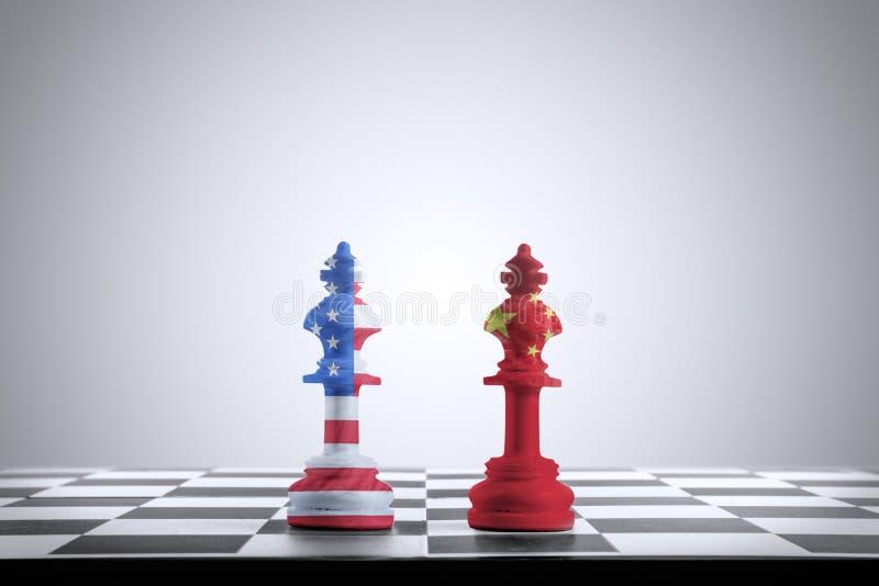 Pedazo de ajedrez del rey con los soportes de la textura de América cara a cara con el pedazo de ajedrez del rey con textura chin fotos de archivo