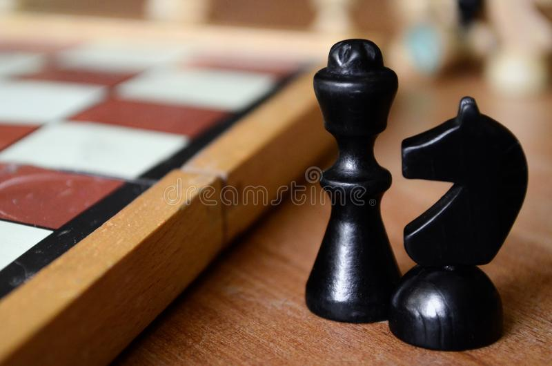 Pedazo de ajedrez negro - caballero y obispo foto de archivo