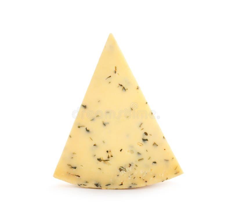 Pedazo de queso delicioso con las hierbas en blanco imagenes de archivo
