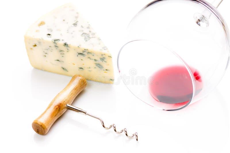 Pedazo de queso verde con la copa imágenes de archivo libres de regalías