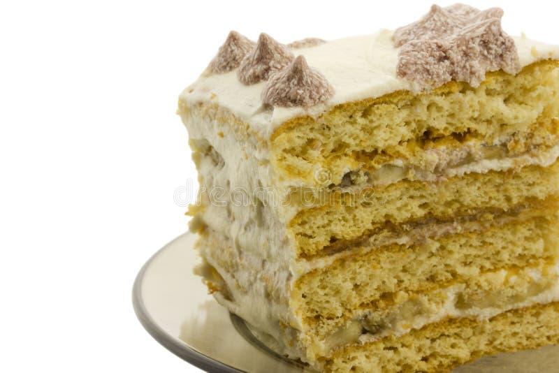 Pedazo de torta flacky dulce con crema, aislado foto de archivo libre de regalías