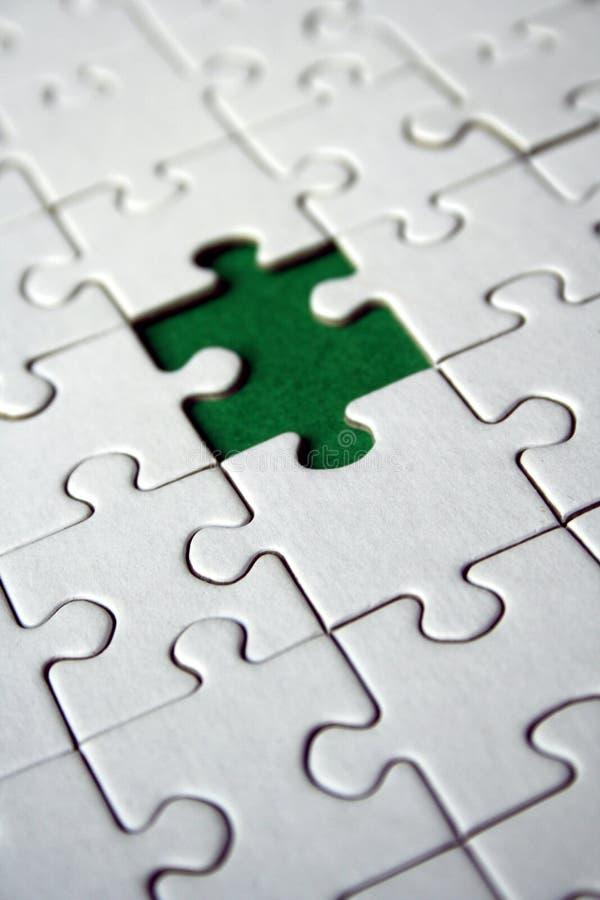 Pedazo verde de los rompecabezas imagenes de archivo