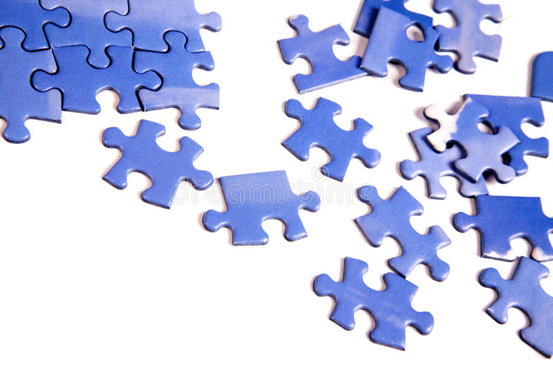 Pedazos azules del rompecabezas imágenes de archivo libres de regalías