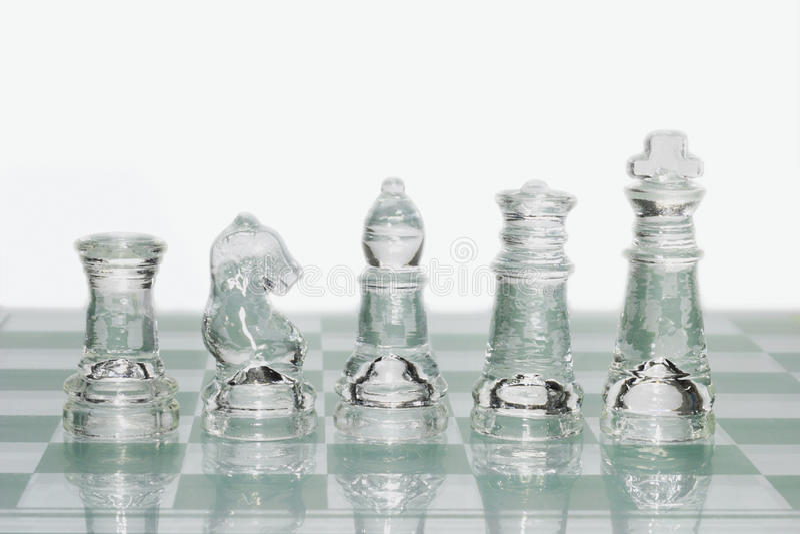 Pedazos de ajedrez de cristal imagen de archivo libre de regalías