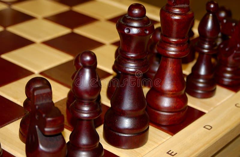Pedazos de ajedrez de madera imágenes de archivo libres de regalías