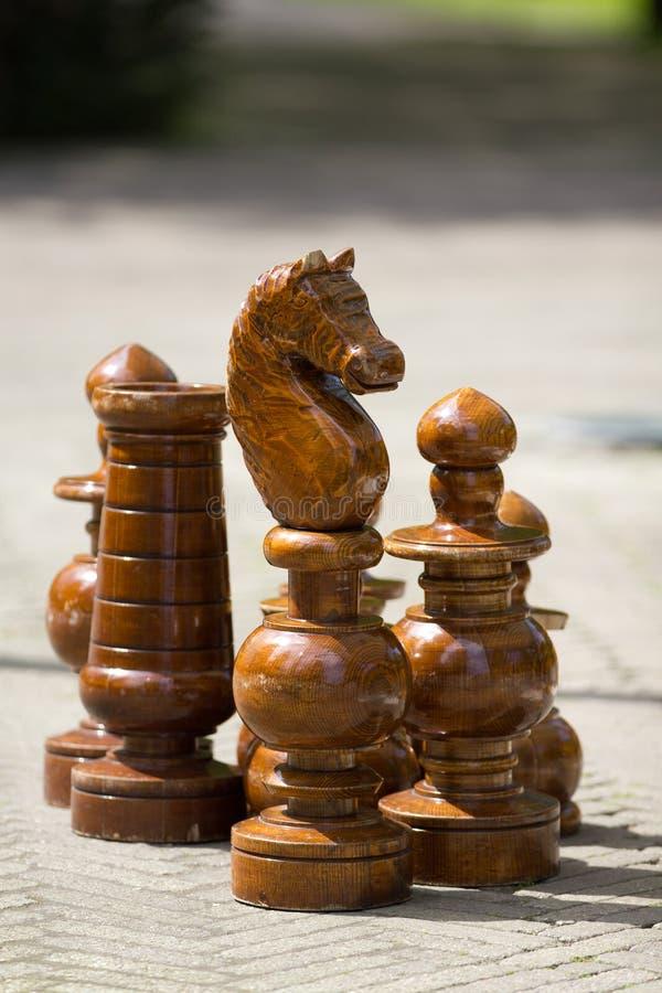 Pedazos de ajedrez gigantes imagenes de archivo