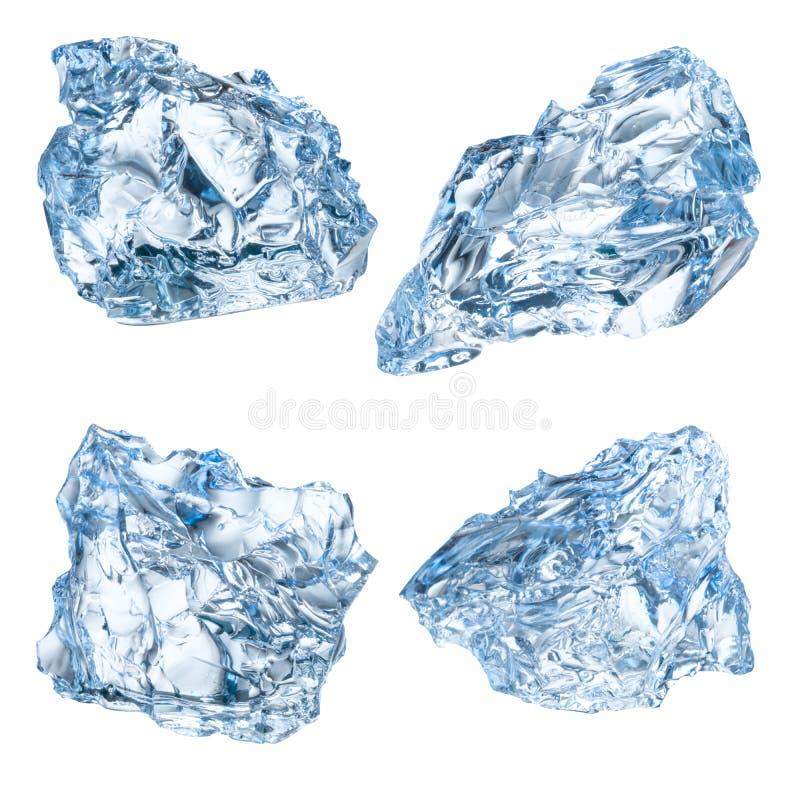 Pedazos de hielo aislados en el fondo blanco Con la trayectoria de recortes imagen de archivo