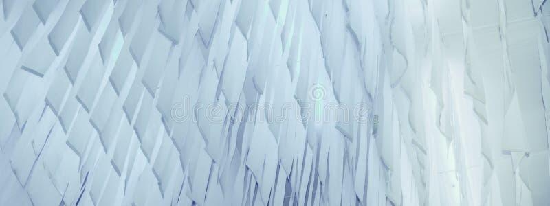 Pedazos de la muestra de material de materia textil suave de la tela del cuero de la superficie del paño que cuelga para seco des imagenes de archivo