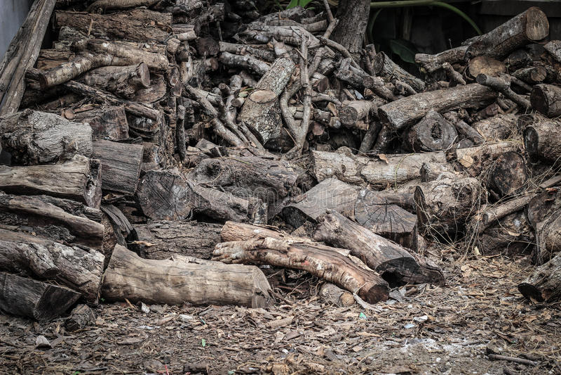Pedazos de madera para el combustible fotos de archivo libres de regalías