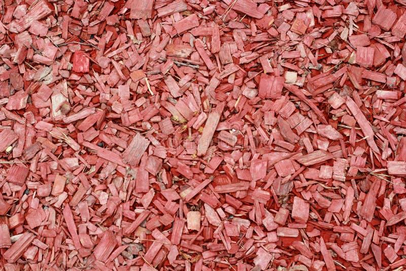 Pedazos de madera rojos Fondo rojo imagen de archivo