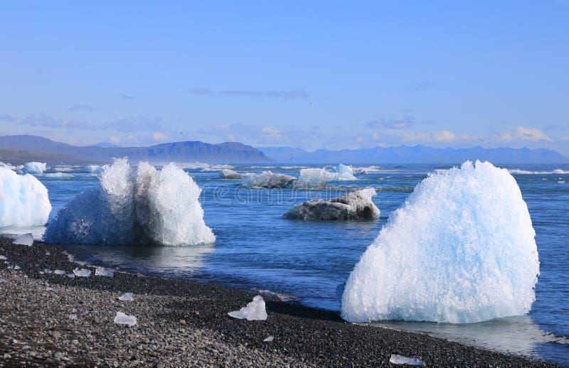Pedazos del hielo de la laguna glacial de Jokulsarlon fotografía de archivo