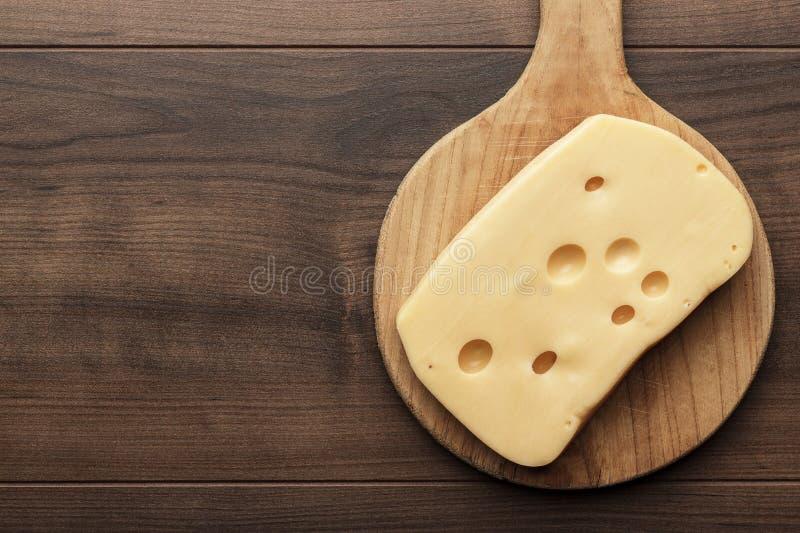 Pedazos grandes de queso fotografía de archivo