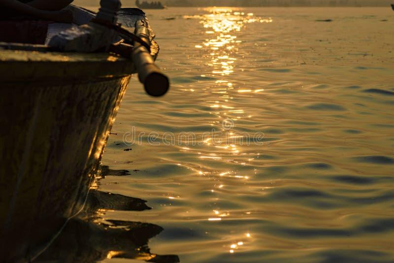 Peddel aan de boot op de troep van Varanasi 2016 stock foto's