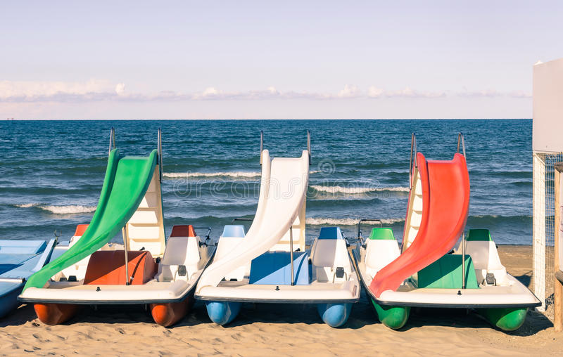 Peddelboot bij Italiaans Strand stock foto