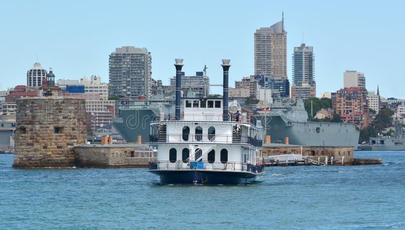 Peddelboot die Sydney Cove Sydney New South Wales Australi kruisen stock foto