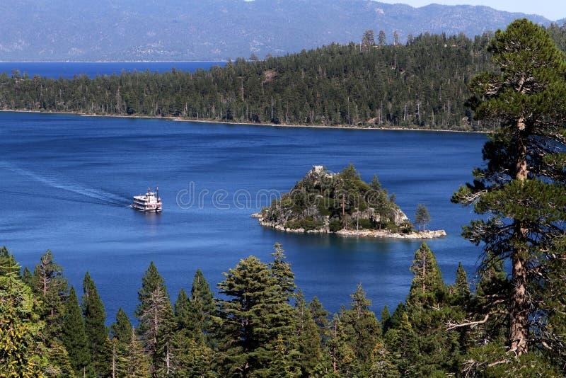 Peddelboot Emerald Bay Lake Tahoe California stock foto