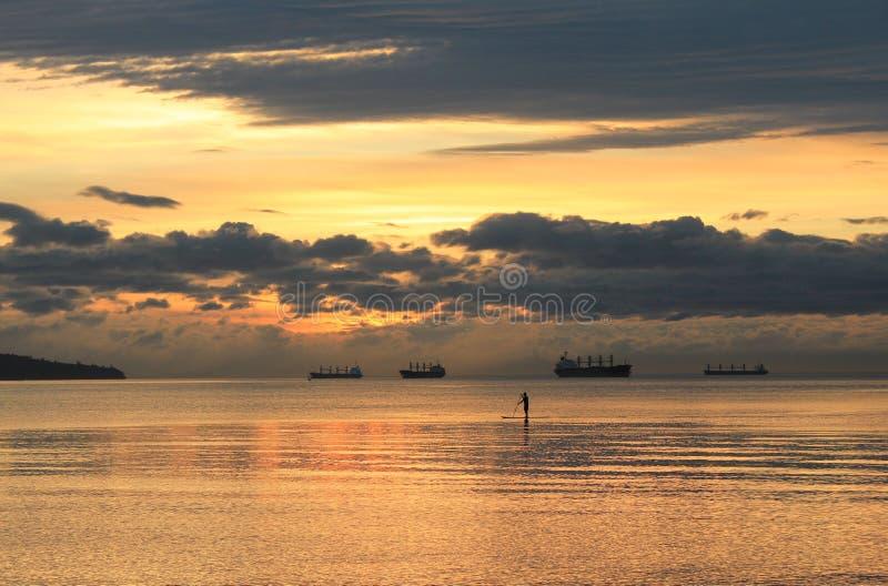 Peddelpensionair tijdens zonsondergang in Vancouver BC royalty-vrije stock foto