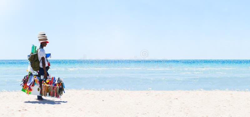 Peddler przy plażą Denna panorama zdjęcia royalty free