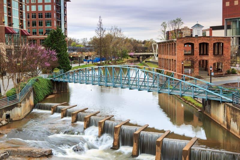 Pedestran mosta Greenvillel W centrum SC obraz stock