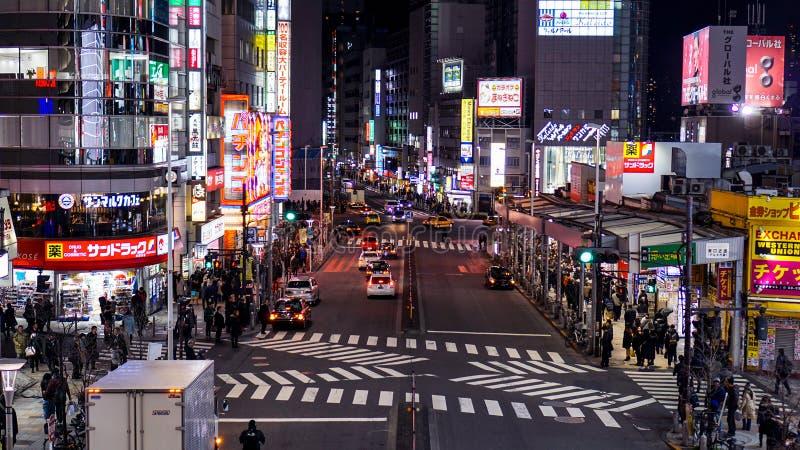 Pedestres ocupados e táxis ocupados imagens de stock royalty free
