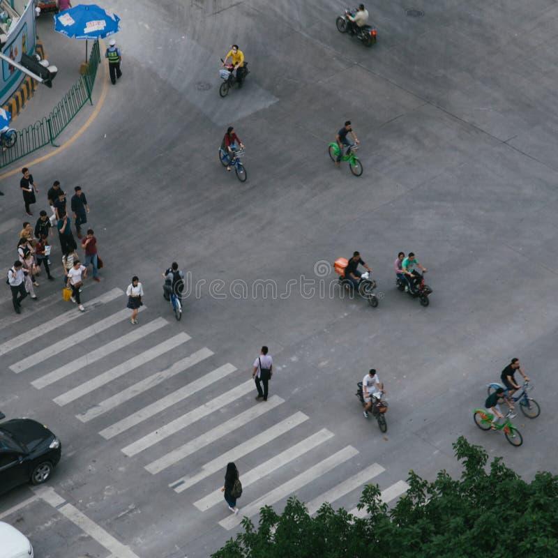 Pedestrians na chodniczku 02 obraz stock