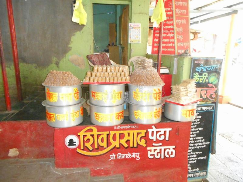 Pedha (τοπικό επιδόρπιο που προσφέρει στο Λόρδο Ganesh) σε Pali στοκ φωτογραφίες με δικαίωμα ελεύθερης χρήσης