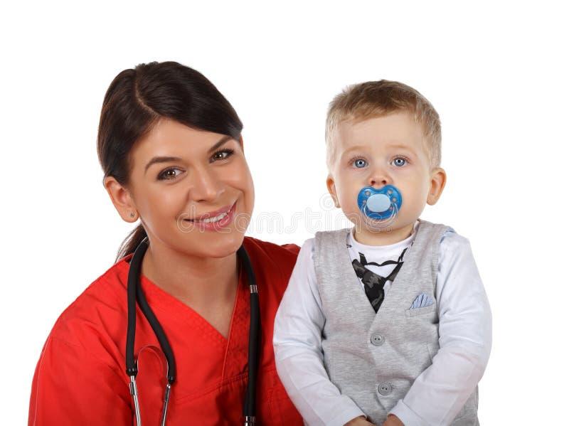 Pediater en kind stock foto