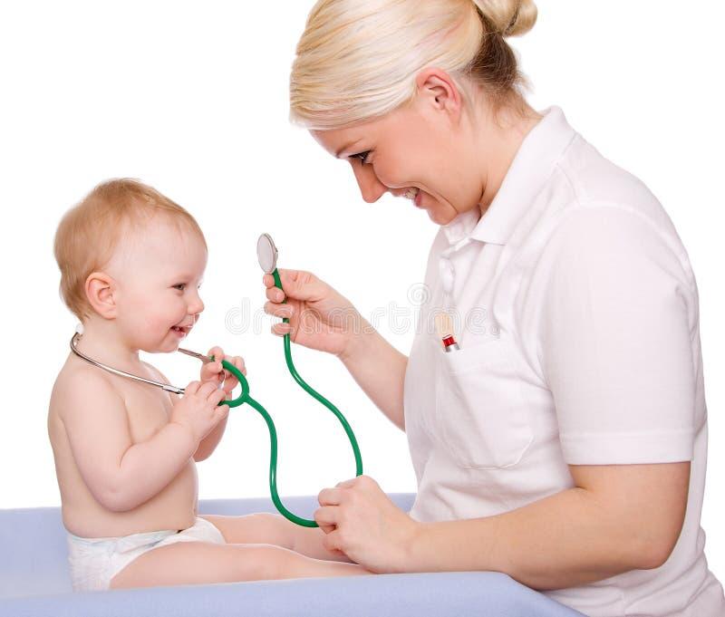 Pediatra imagenes de archivo