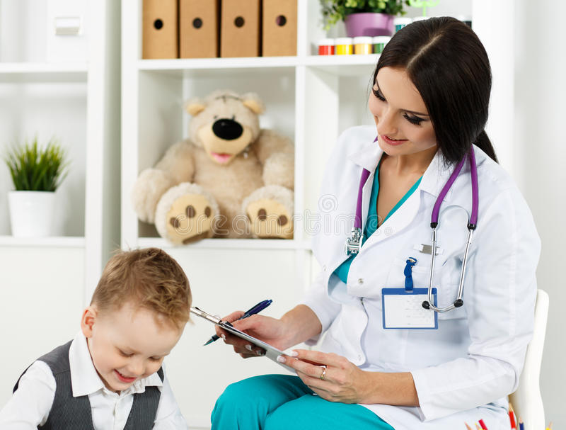 Pediatrie medisch concept stock afbeelding